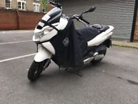 Honda pcx 125 - White colour- Very Good condition with leg cover And chain