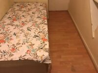 LOVELY SINGLE ROOM VERY CLEAN. ALL BILL INCLUDED. ONLY 2 MIN WALK TO DEGNHAM EAST. £90/WEEK.