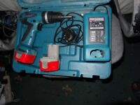 Makita 14.4v Cordless Drill/screwdriver Excellent working order look new hardly used , 2 x good