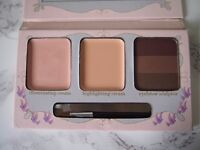 Wide awake makeup palette for under eyes and brows