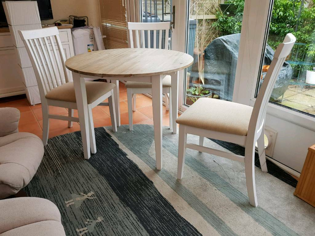 White And Wood Modern Small Round Extendable Dining Table Three Chairs In Eastleigh Hampshire Gumtree
