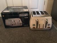 DeLonghi CTOV4003BG 4 Slice Vintage Icona Toaster - Cream