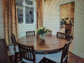 Lombok round dining table - great condition