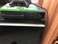 Xbox one console (black) with wireless controller, fifa17 and tom clancy's the division