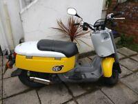 Yamaha Giggle 49cc Moped 2008 in Original Yellow and White. Full MOT