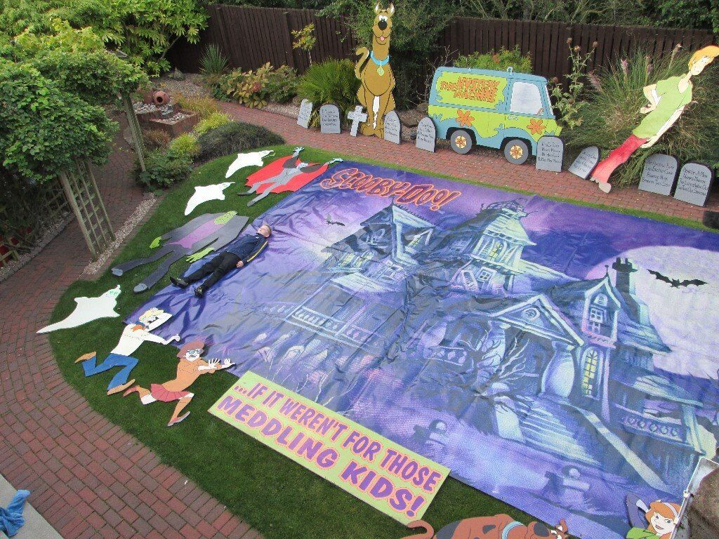 Halloween house decorations scooby doo theme - one of a kind. OFFERS!