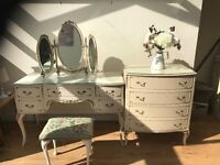 VINTAGE QUEEN ANNE DRESSING TABLE AND CHEST OF DRAWERS. £150
