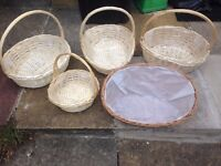 JOB LOT OF 5 WICKER BASKETS / PLANTERS - WITH PLASTIC LINERS