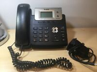 Yealink T21P E2: 2 Line Phone with Power Supply (used)