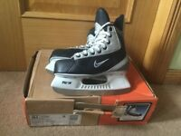 Nike Bauer Flexlite 2 Jr Ice Skates - Ice Hockey size 3.5 Excellent condition