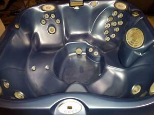 Refurbished Jacuzzi j335 hot tub 7 x 7 hot tub spa (finance est $38.00 bi-weekly ) warranty