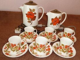 1970's RETRO VINTAGE COFFEE MAKER / MILK WARMER & COFFEE CUPS & SAUCERS
