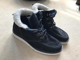 Women's Roxy boots size 8