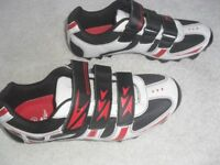 CYCLING SHOES CAN BE WORN WITH OR WITHOUT CLEATS, HI VIZ DETAIL ON BACK, SIZE 9