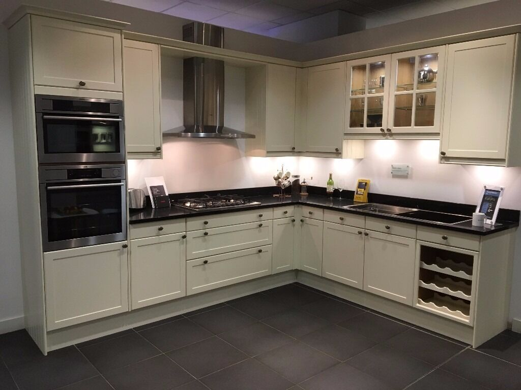Magnet kitchens ex display shaker cream kitchen in for Pics for kitchen