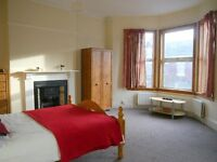 2 double rooms in professional share close to CC. Bills inc. No fees to pay! :)