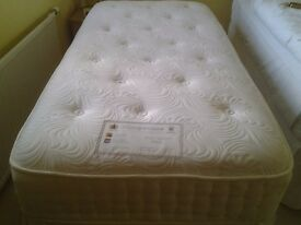 SINGLE DIVAN BED WITH 2 DRAWERS UNDER