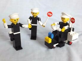 LEGO 256-1 – Vintage Police Officers and Motorcycle