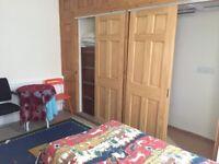 Studio ensuite shower rm and kitchenette SUNBURY- £695 pcm