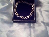 Heavy 9ct gold bracelet 11gm.