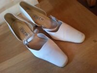 Ladies Ivory Satin Designer Bridal Shoes with heel. Size 6