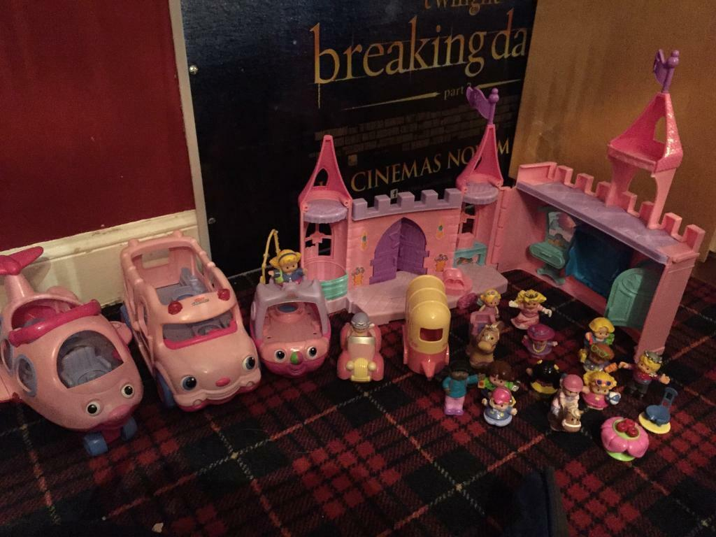 Little people castle car bus and boat for salein Kilmarnock, East AyrshireGumtree - Great set of little people stuff for sale in very good clean condition. Lots of people included. Vehicles make sounds when little peoples it in them. Needs some batteries unless I can find any