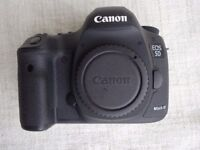 CANON 5D MKiii Body. Excellent Condition. 9300 actuations only. Near mint condition.