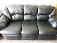 WYVERN 3 SEATER BLACK LEATHER SOFA INCLUDES FREE DELIVERY.