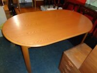 Oval Dining Table in Medium Wood Finish. Good Condition