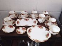 PRETTY ROYAL ALBERT OLD COUNTRY ROSES 23 PIECE TEASET