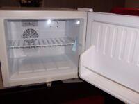 chillquiet mini fridge white from bar@ drinkstuff with lock excellent