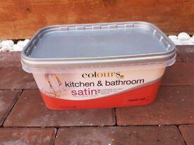 Red kitchen bathroom B&Q paint 2.5L