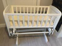 Deluxe glider crib
