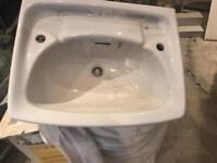 Bathroom sink brand new in white 560 x 425