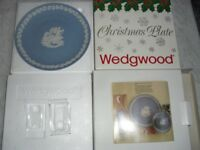 WEDGWOOD 1992 VICTORIAN CHRISTMAS PLATE WITH STAND & LEAFLET, DOUBLE BOXED, IMMACULATE CONDITION