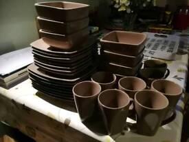 32 piece square brown set