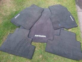 Vauxhall Antara 4 x 4 Velour floor mats and Reversible boot liner
