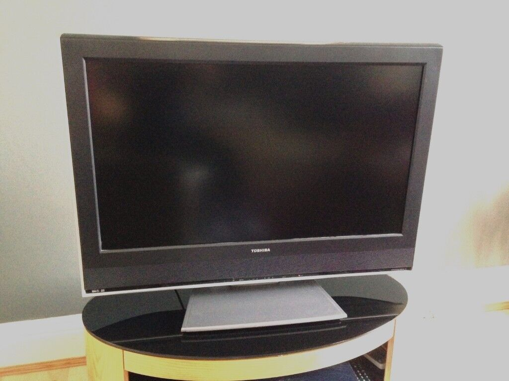 TOSHIBA 32 inch TV in Black and Silver on stand and with remote | in  Prudhoe, Northumberland | Gumtree
