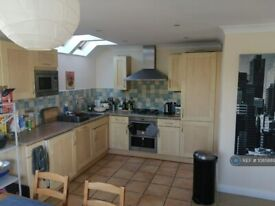 3 bedroom flat in Woodall Close, Middleton, Milton Keynes, MK10 (3 bed) (#1085889)