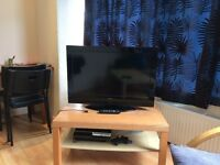 """HITACHI LCD 32"""" TV HDMI WITH USB PORTS + PS3 + 3 GAMES"""