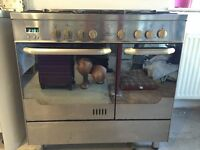 New World range cooker full working order. Gas job and electric double oven and grill