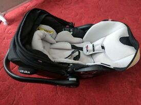 Kiddy Evo-Luna i-Size Car Seat with IsoFix Base - Excellent Condition
