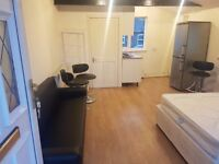 Studio Flat furnished walking distance Luton Train Station, Town Centre and Bedfordshire University