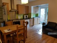 5 bedroom house in Freehold Street, Northampton, NN2 (5 bed) (#1118412)