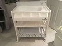 Immaculate Baby Changing Table Unisex Grey Star Design with built in bath. Babylo Smart Changer