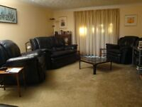 Leather lounge recliner suite consiting of 1 three seater, i two seater and 2 single seater chairs