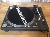 Technics SL-1210 mk 2 - Near mint condition with dustcover