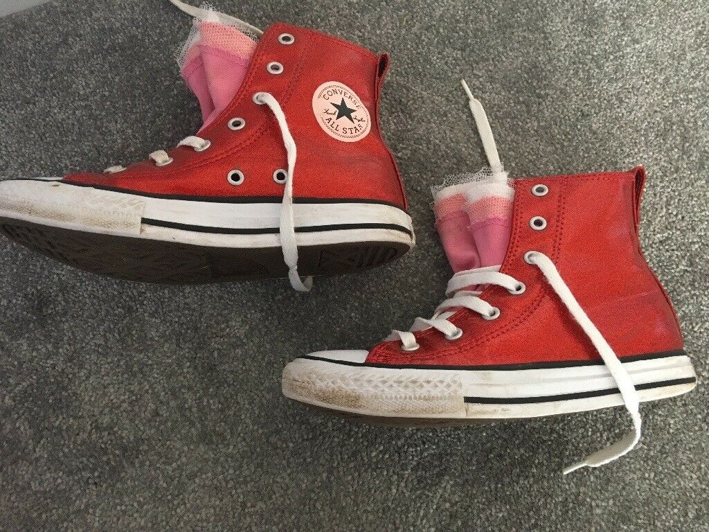 Kids red converse trainers size 1  d209ed034