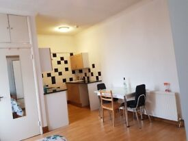 STUDIO FLAT TO RENT VERY CLEAN ALL BILLS INCLUDED GAS ELECTRICITY AND COUNCIL TAX
