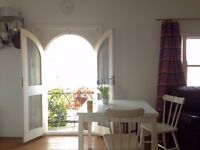 Lovely, airy double room for short term let in October